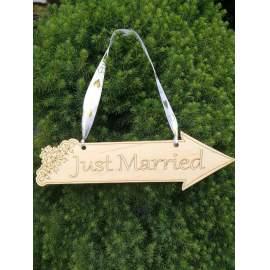 Csipkézett Esküvői és Just Married tábla