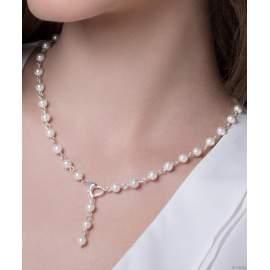 Fehér üveggyöngyökből készült karkötő és nyaklánc ezüstszínű, szív alakú zá