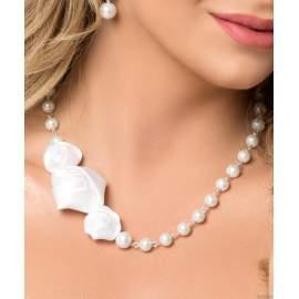 Menyasszonyi nyaklánc három  asszimetrikus szatén rózsával (9420)