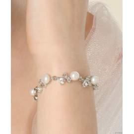 Tenyésztett gyöngyökből és fehér strasszokból készült elegáns karkötő (kód: