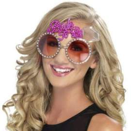 Lánybúcsú és legény búcsúra szemüveg