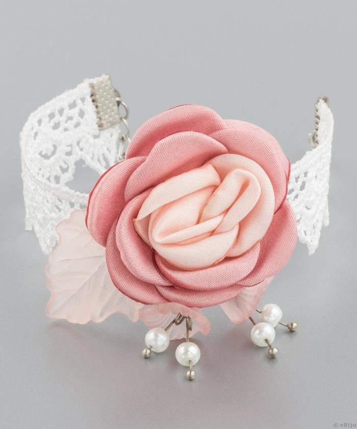 Menyasszonyi karkötő rózsával