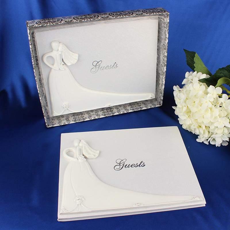 Esküvői fehér vendégkönyv menyasszony -vőlegénnyel